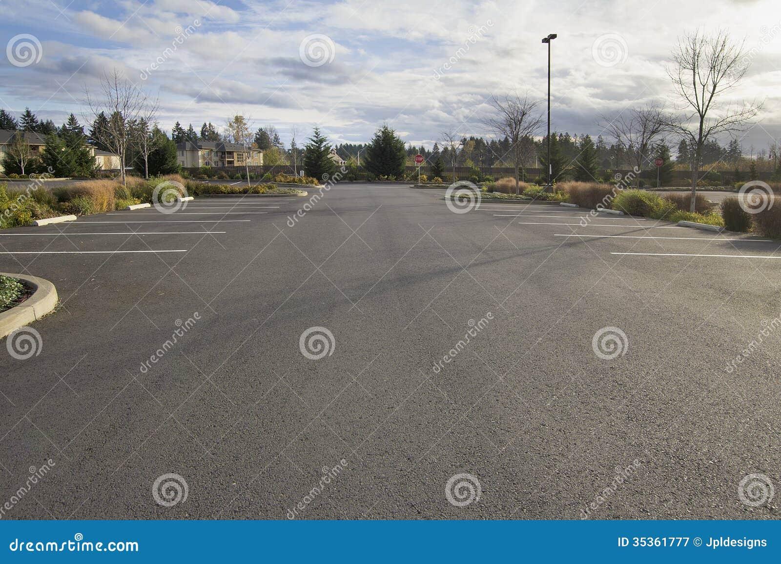 Parque de estacionamento vazio