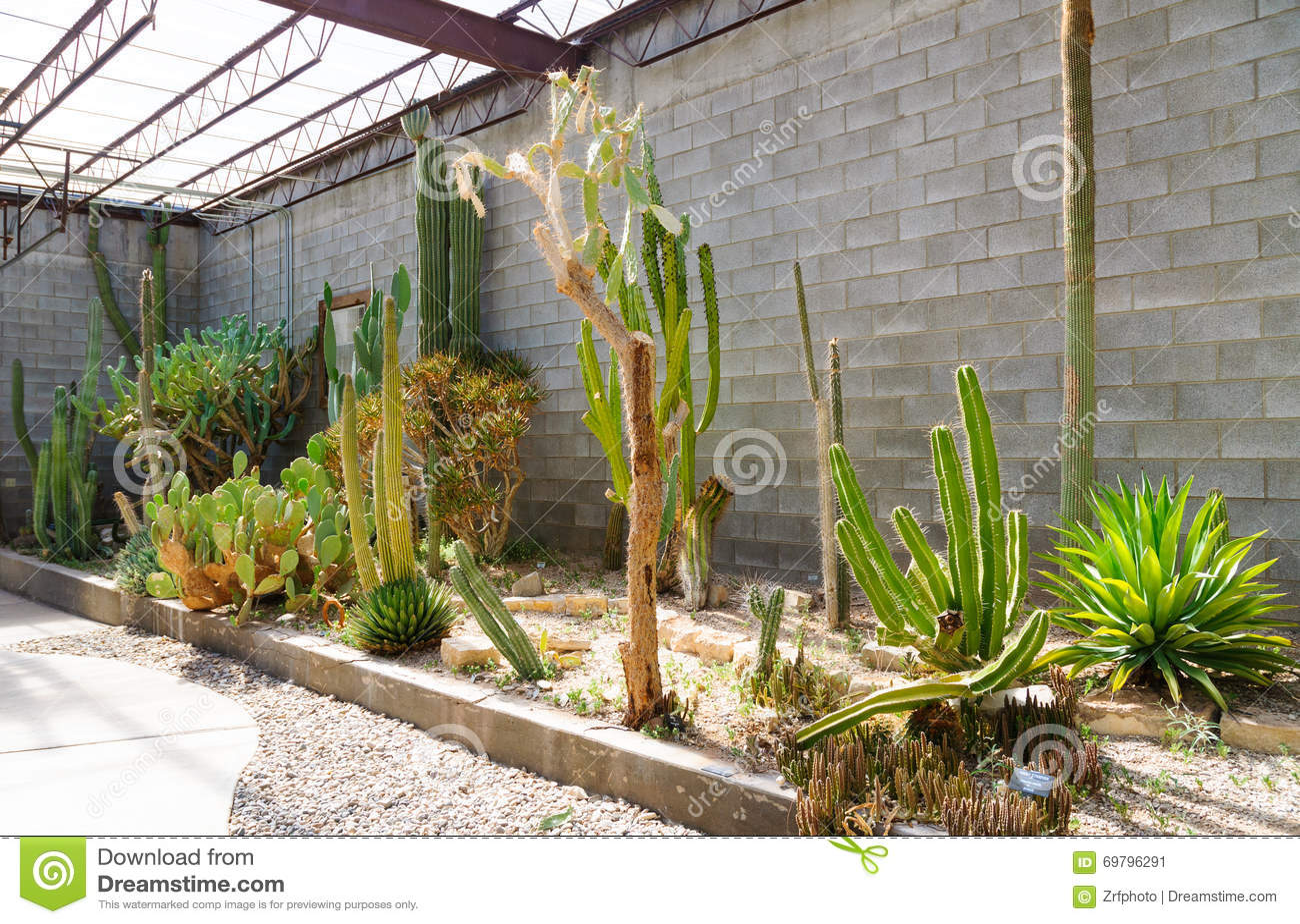 Parque de estado vivo de jardines del parque zool gico del for Jardin del desierto