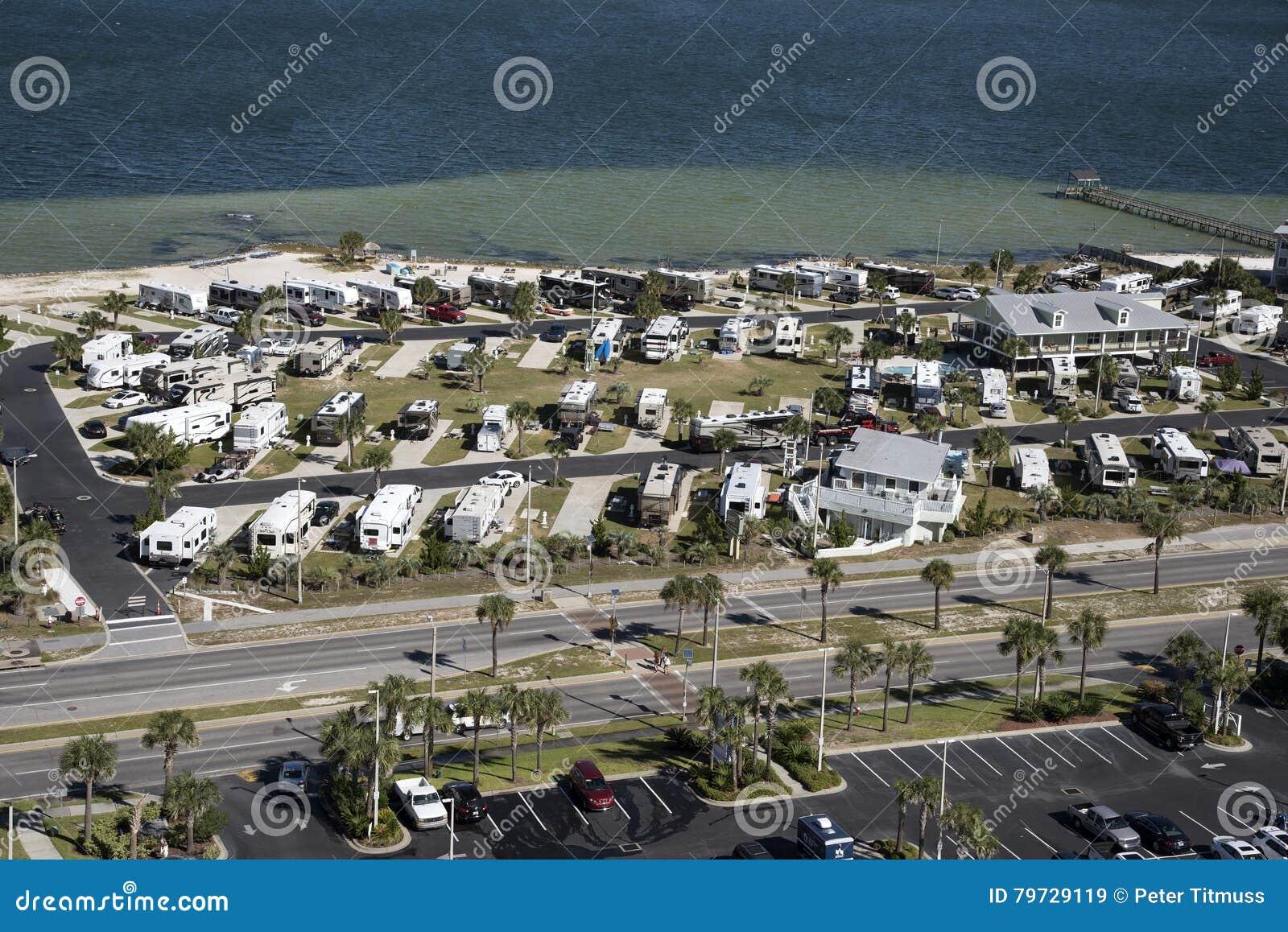 Parque del vehículo recreativo en la costa de la Florida