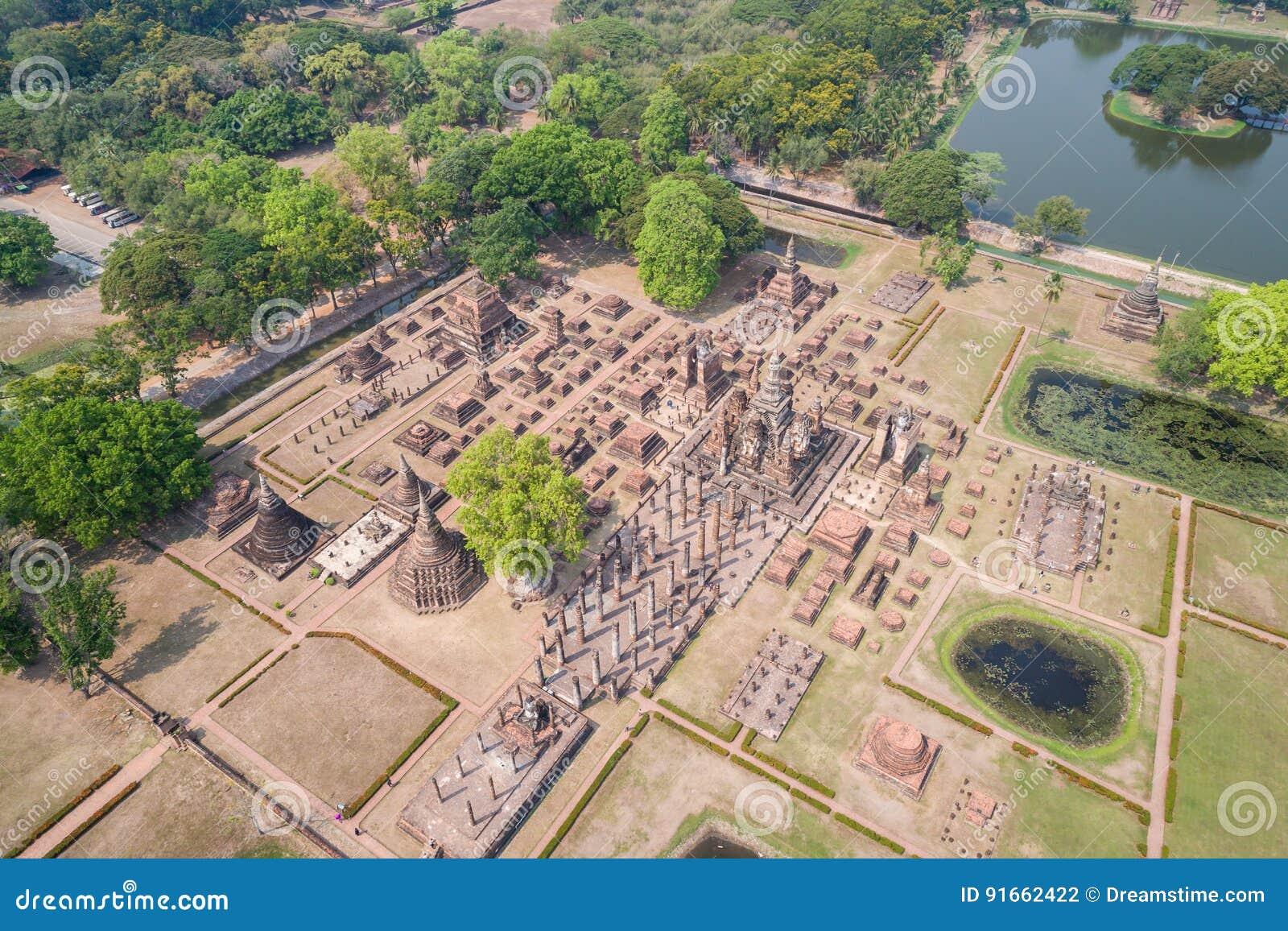 Parque histórico de Sukhothai em Sukhothai, Tailândia Silhueta do homem de negócio Cowering
