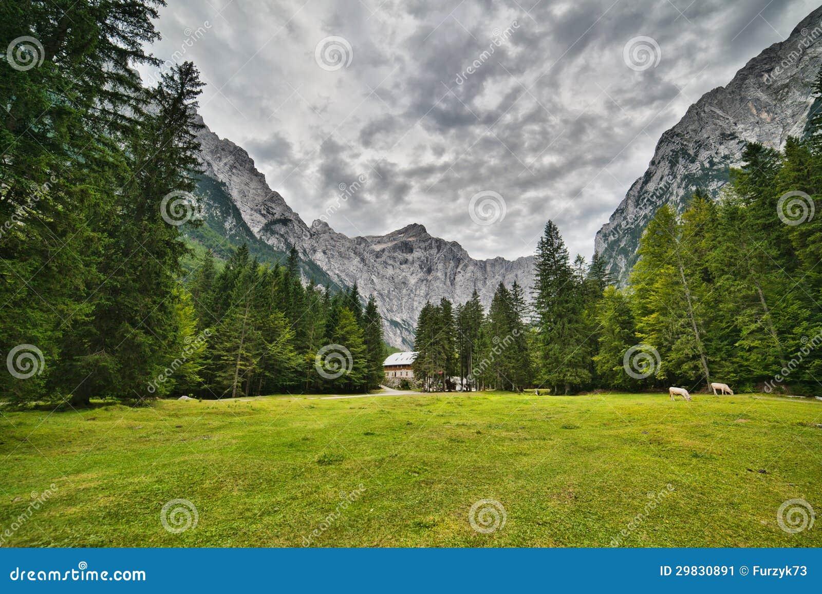 Triglav - a montanha a mais alta de cumes julianos