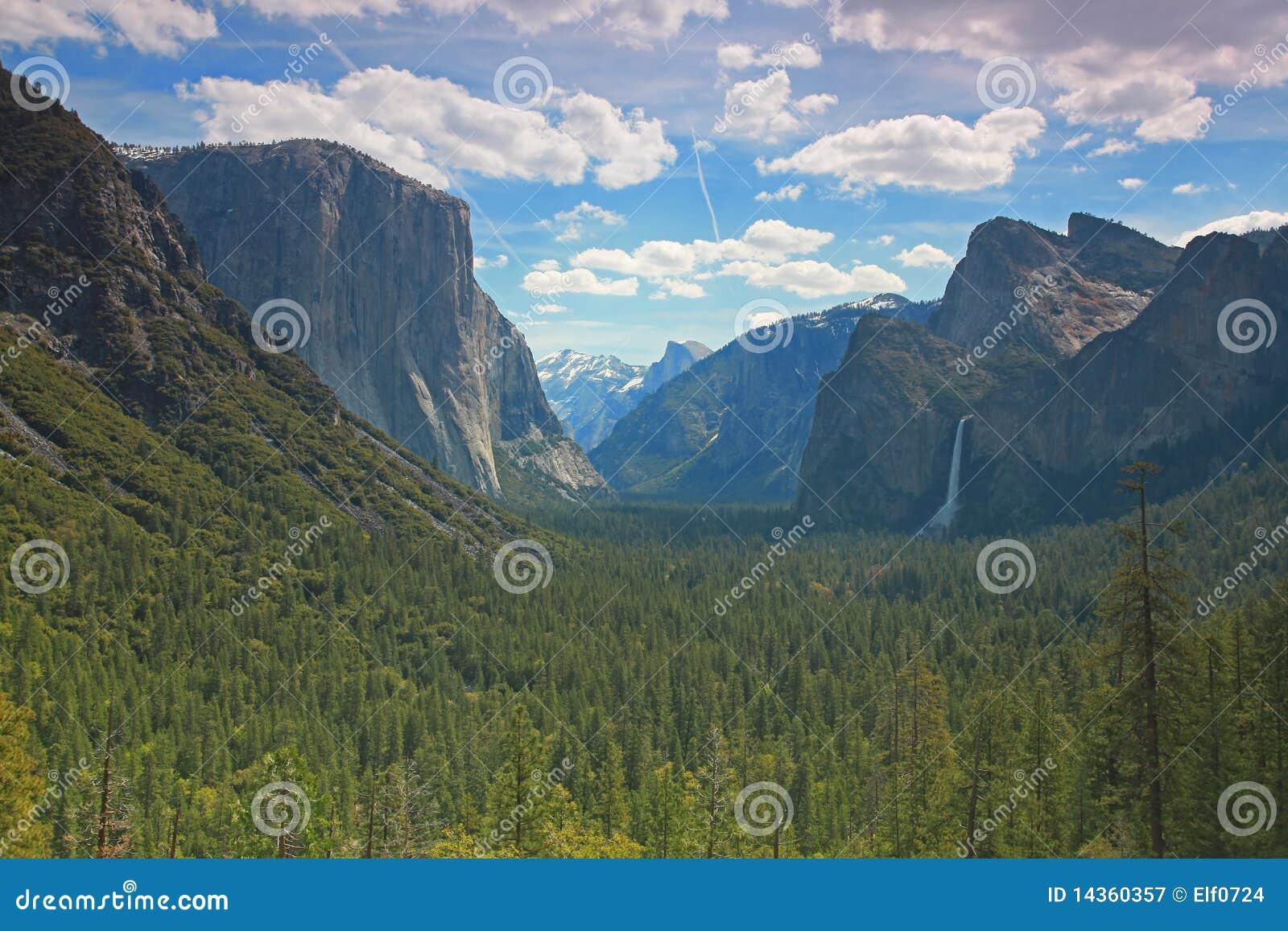 f22941813b Parque Nacional De Yosemite - Opinión Del Túnel Imagen de archivo ...