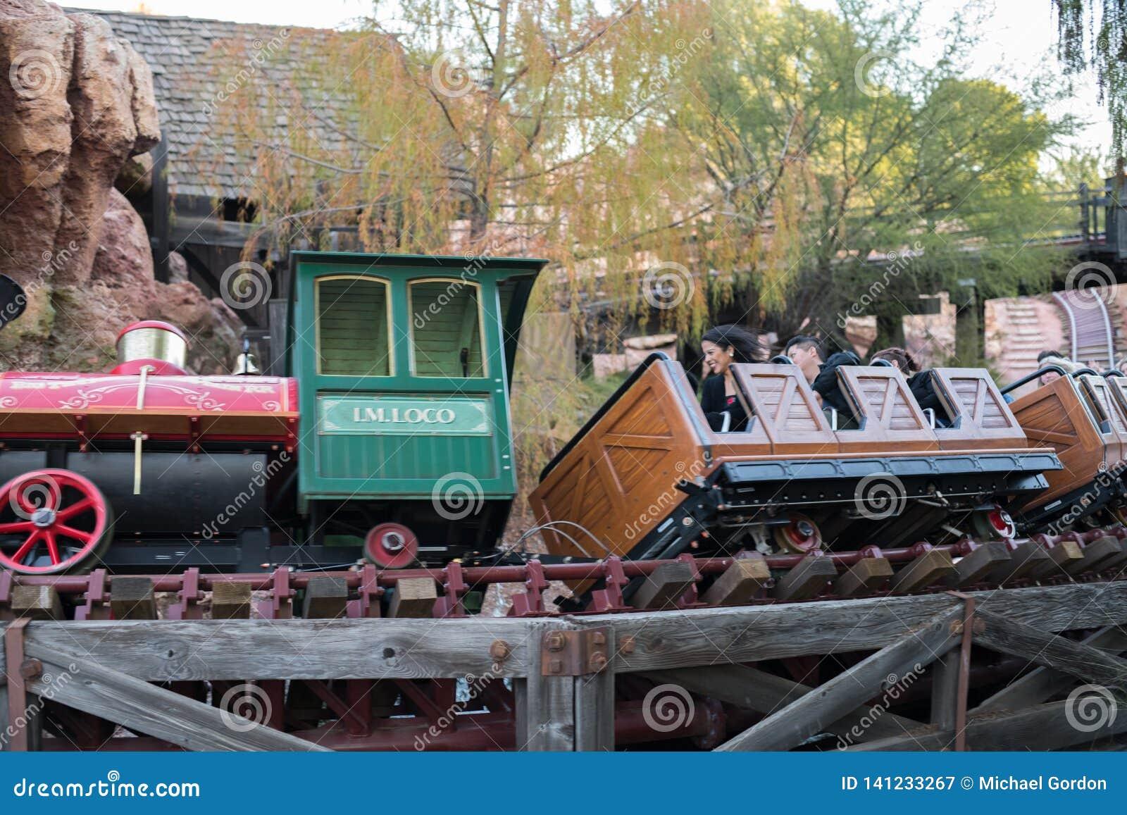 Parque temático de Disneyland Resort em Anaheim, Califórnia
