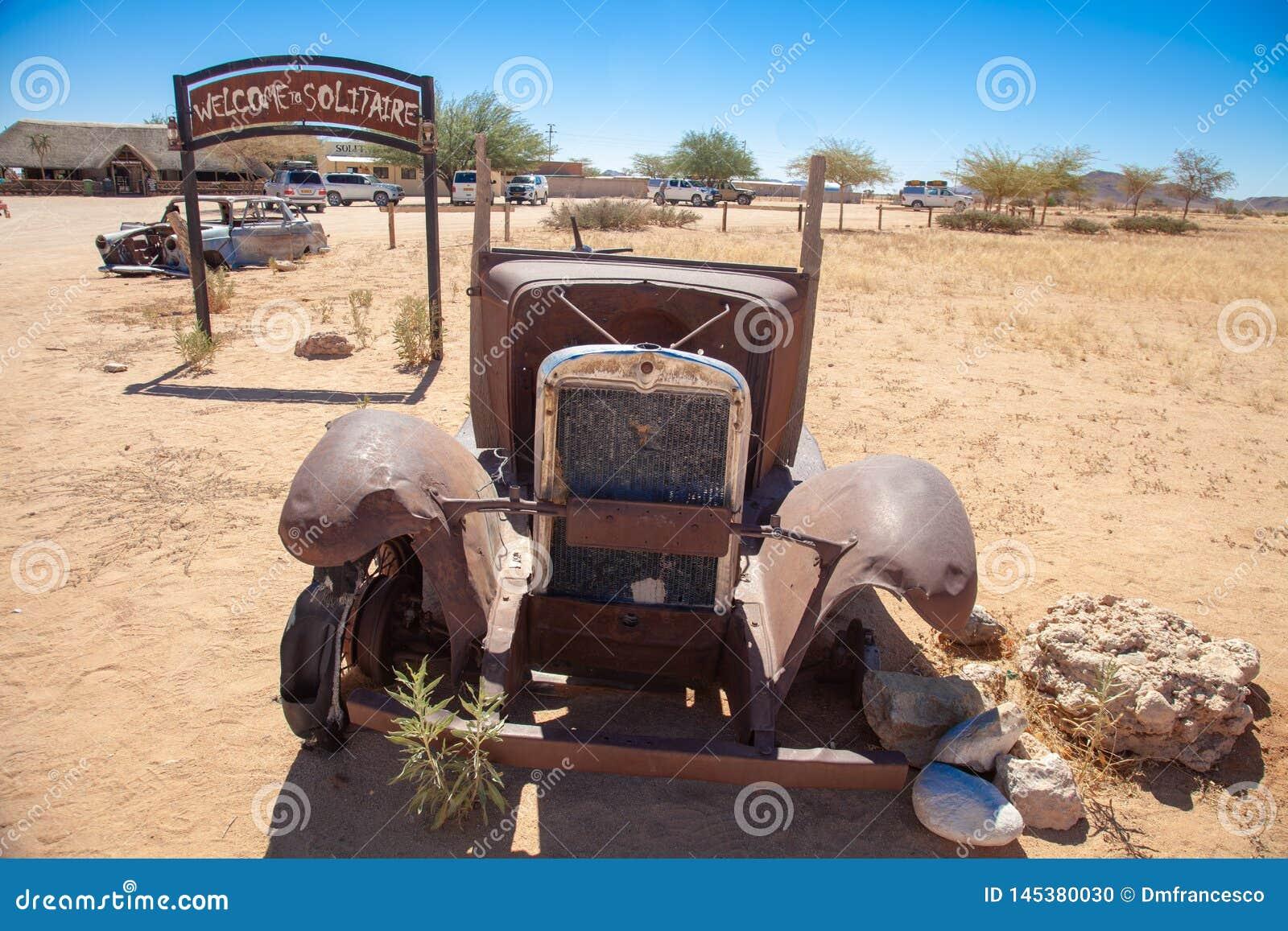 Parques nacionales de la ciudad del solitario de Namibia entre el desierto y la sabana