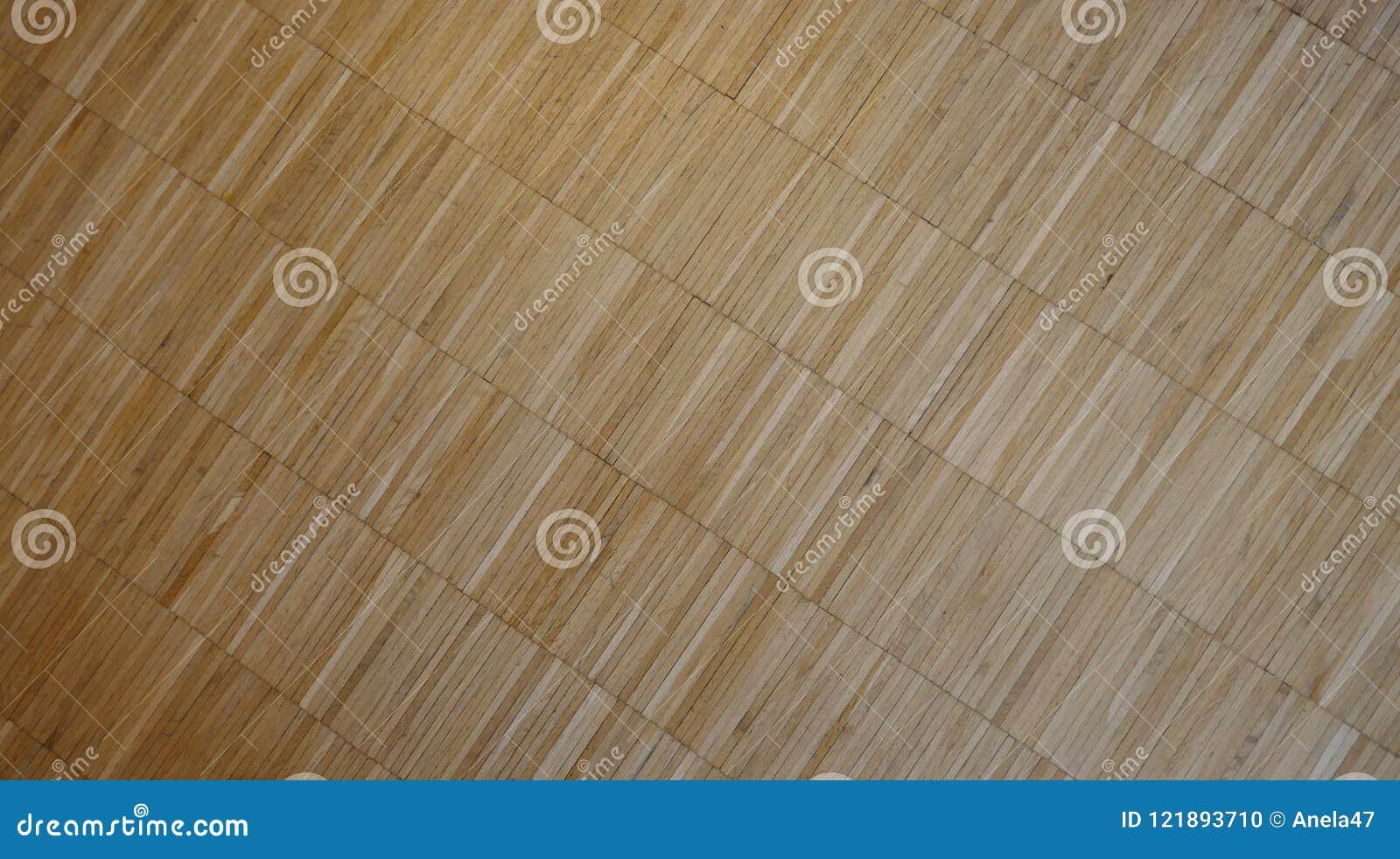 Parquet, revêtement de sol en bois diagonalement étendu