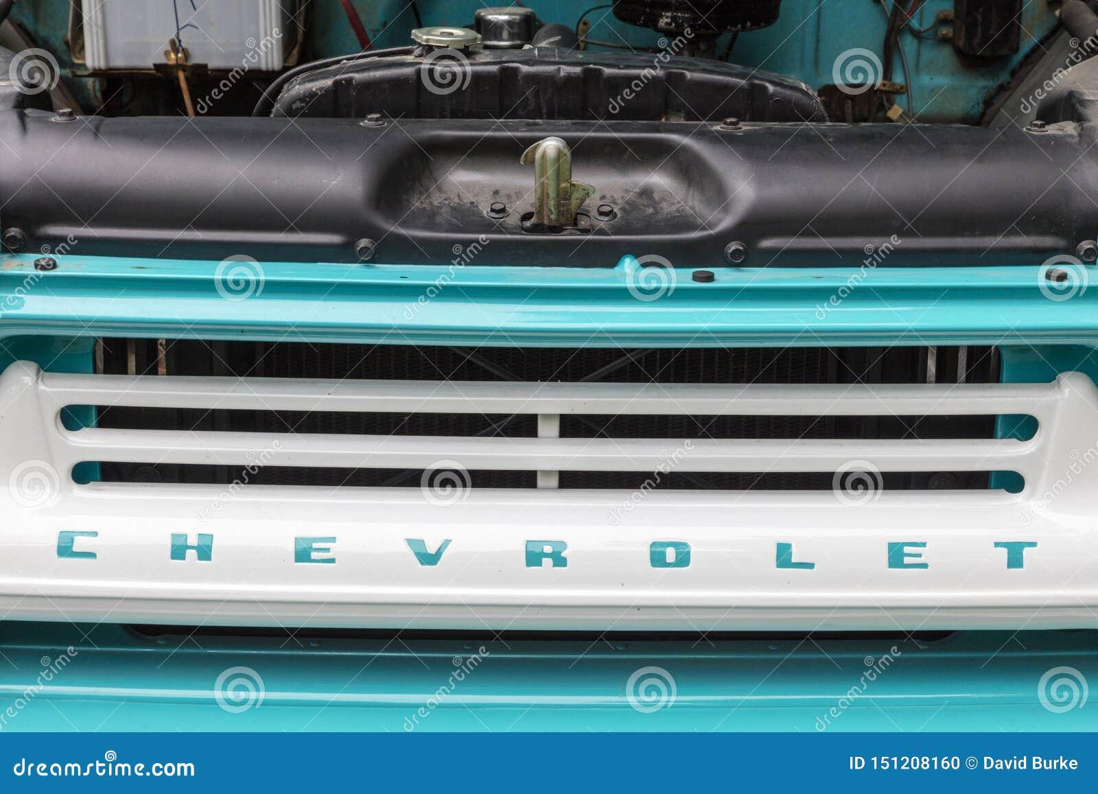 Parrilla pintada camioneta pickup vieja de Chevrolet 1959