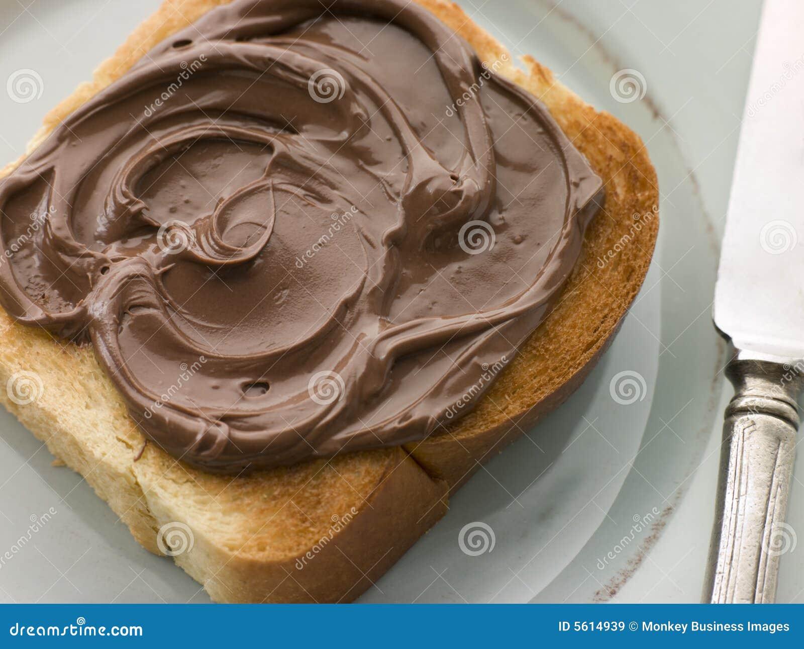 Part de brioche grillée avec l écart de chocolat