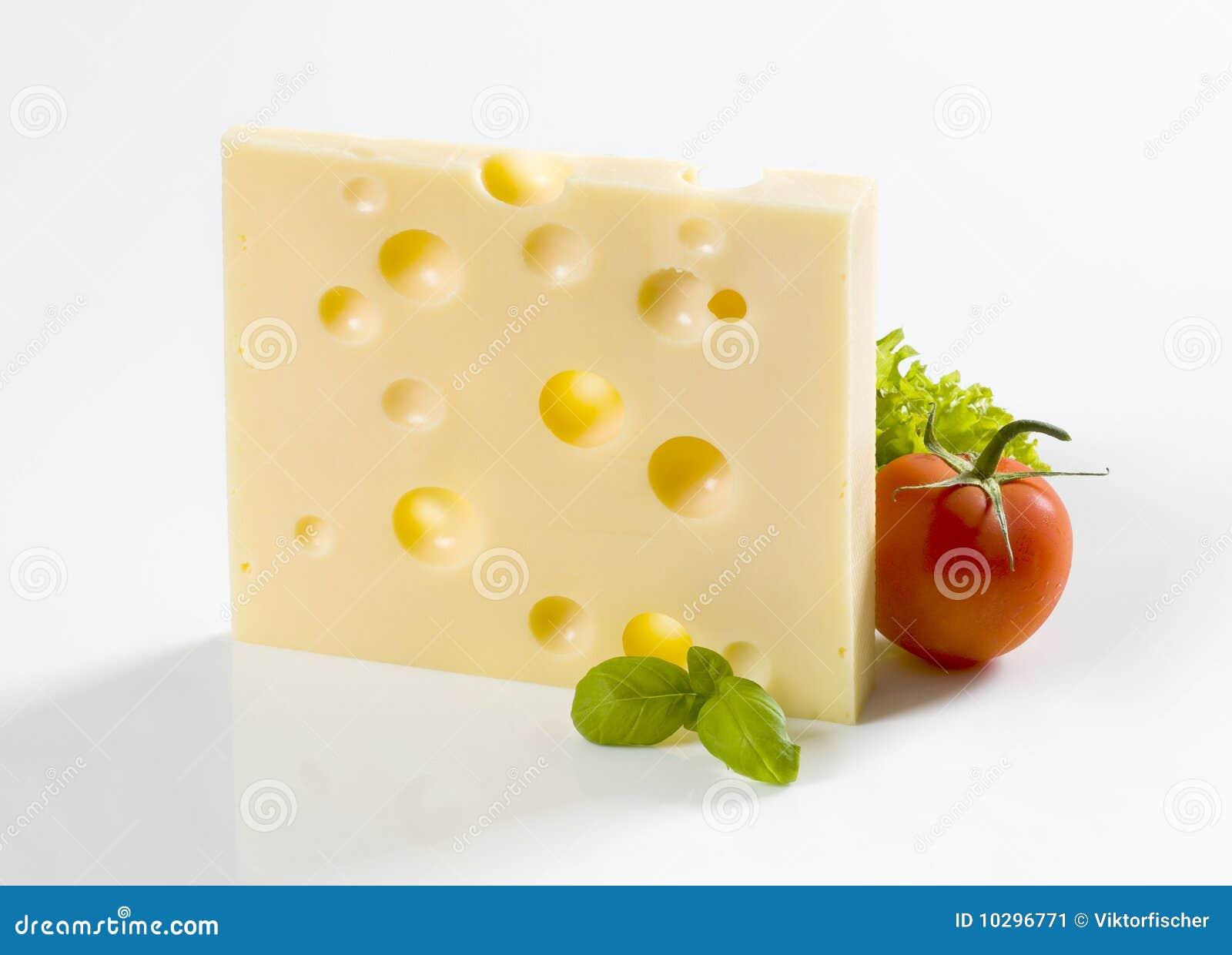 part de fromage 224 p 226 te dure et d une tomate image stock image 10296771