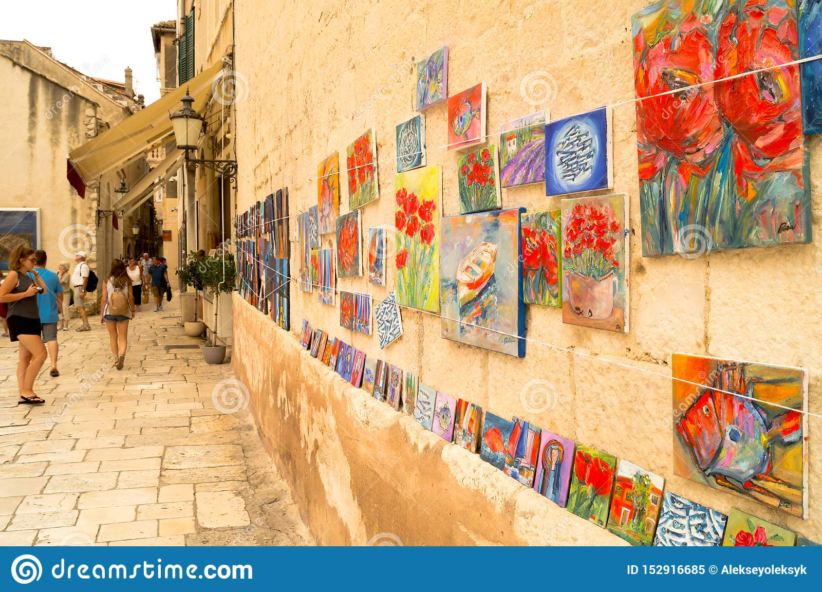 Parta Dalmacia Croacia 09/06/2018: Galería de arte en la calle
