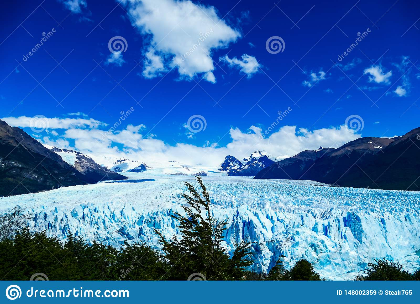 Parte anteriore e punto di vista elevato di Perito Moreno Glacier