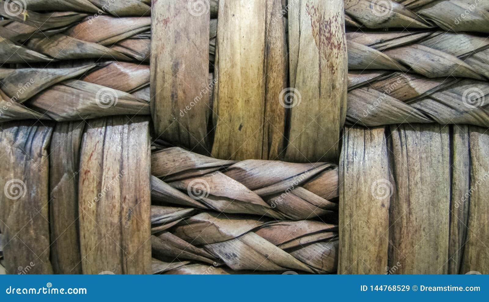 Parte de uma cesta de vime feito a mão