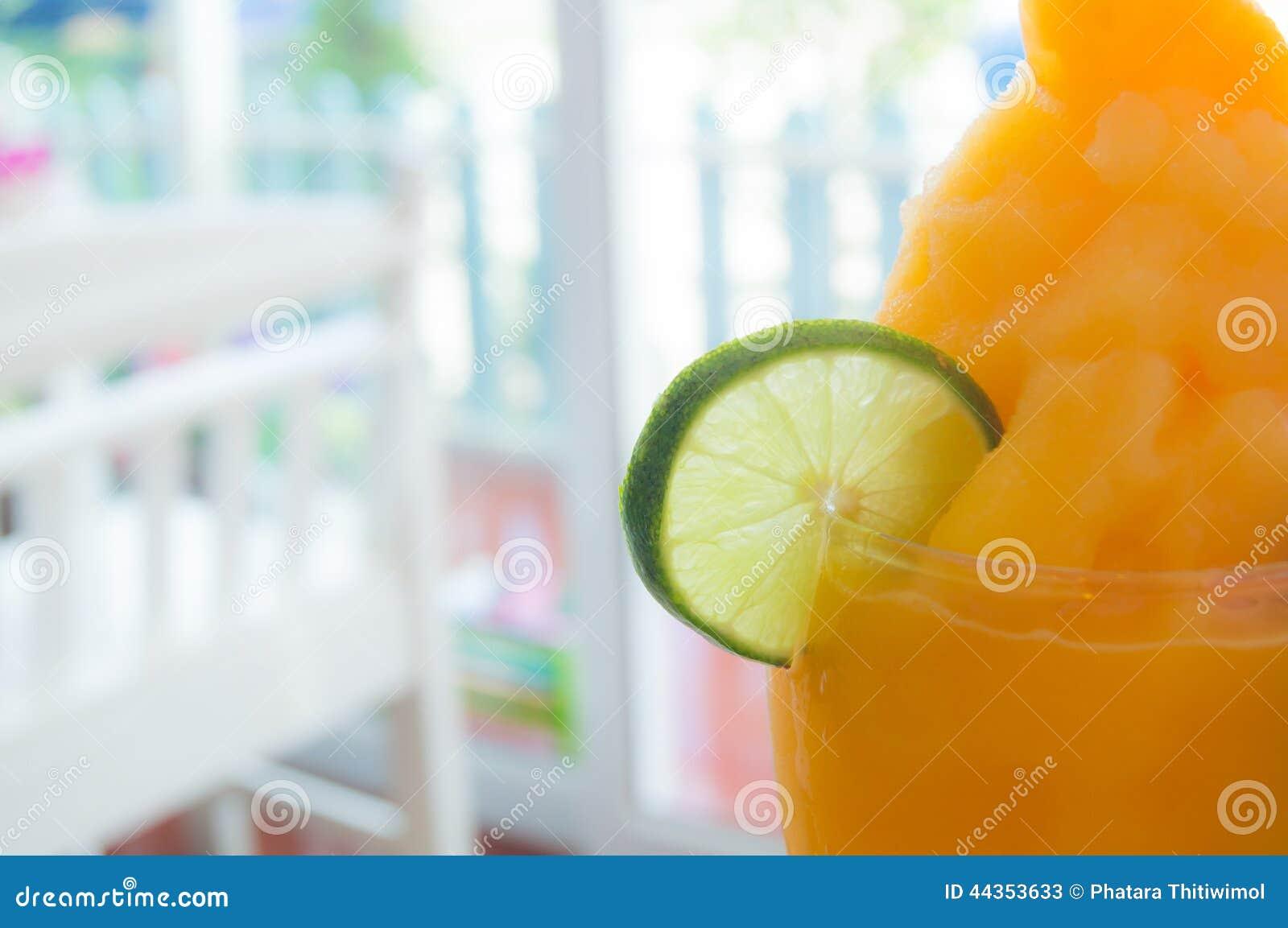 Parte della calce con succo d arancia