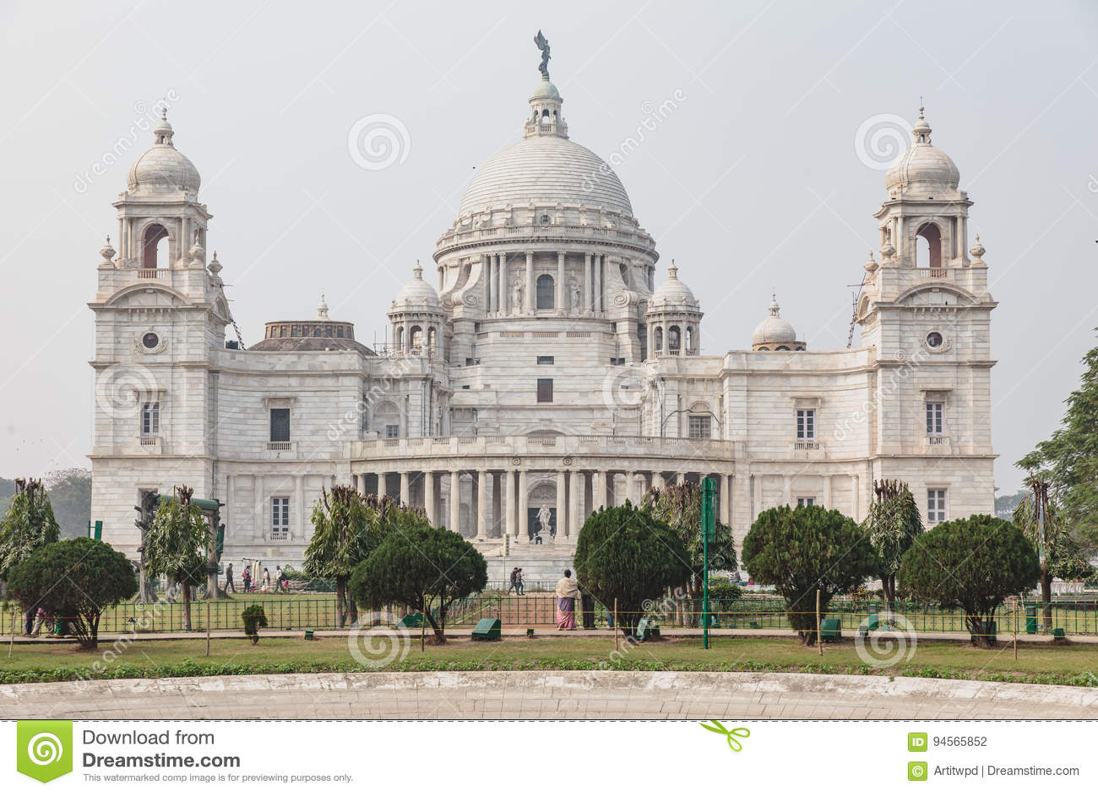 Parte di sinistra di VIctoria Memorial Hall in Calcutta, India