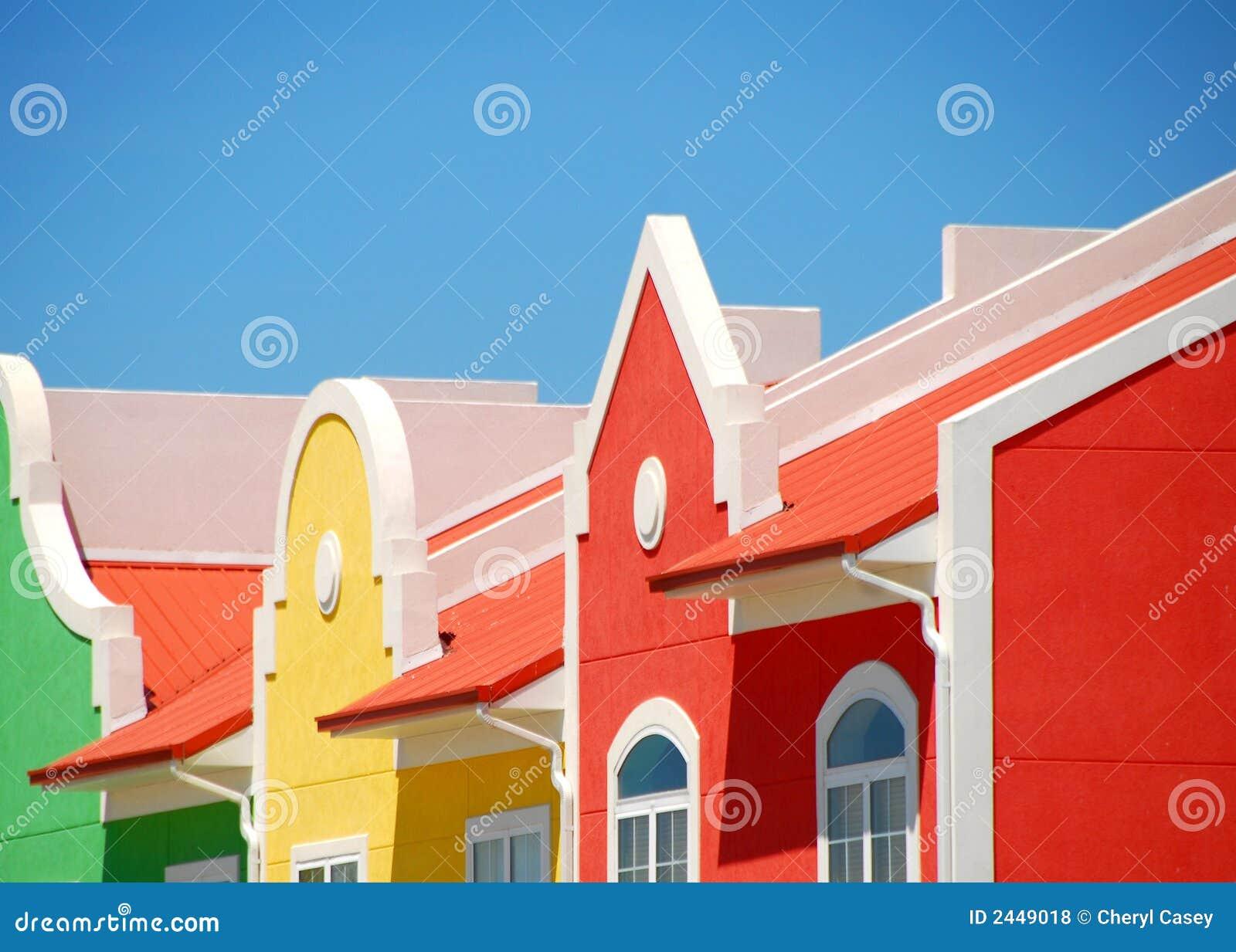 Parte dianteira colorida do edifício
