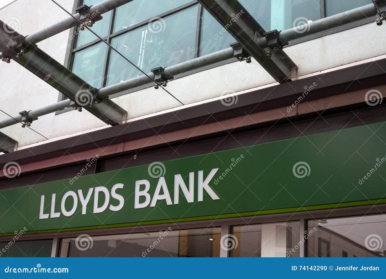 Parte dianteira da loja do sinal do banco de Lloyds