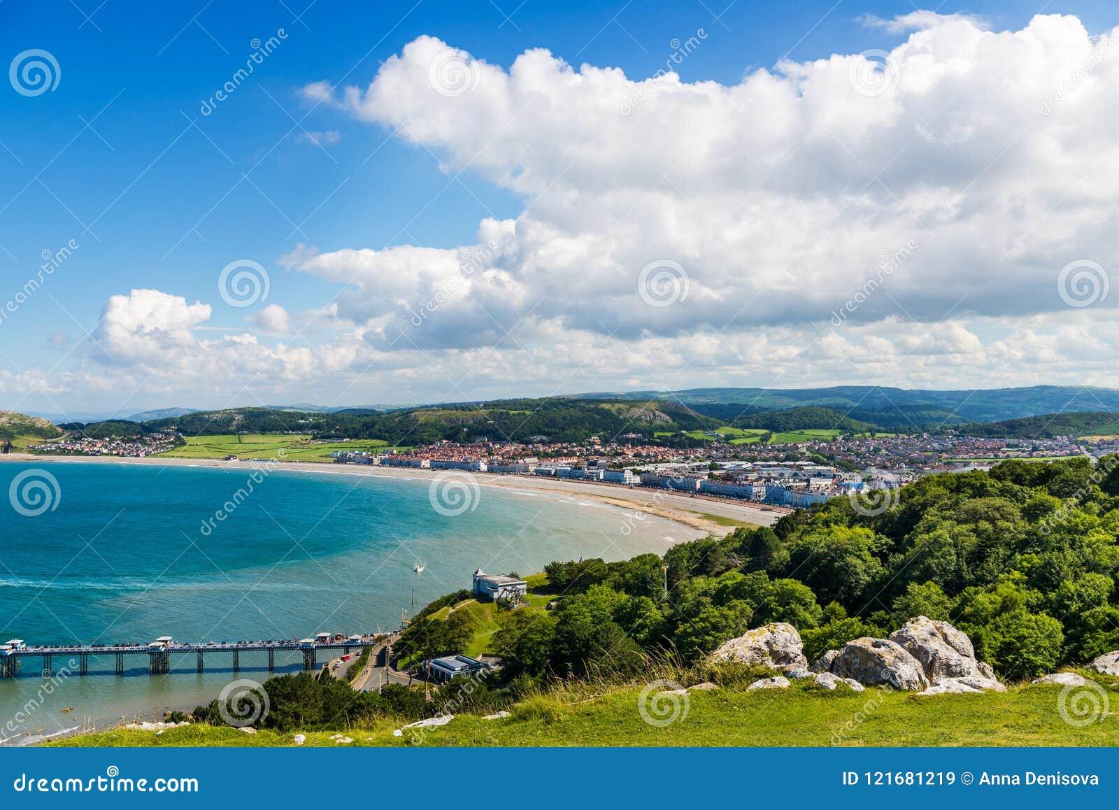Parte dianteira de mar de Llandudno em Gales norte, Reino Unido