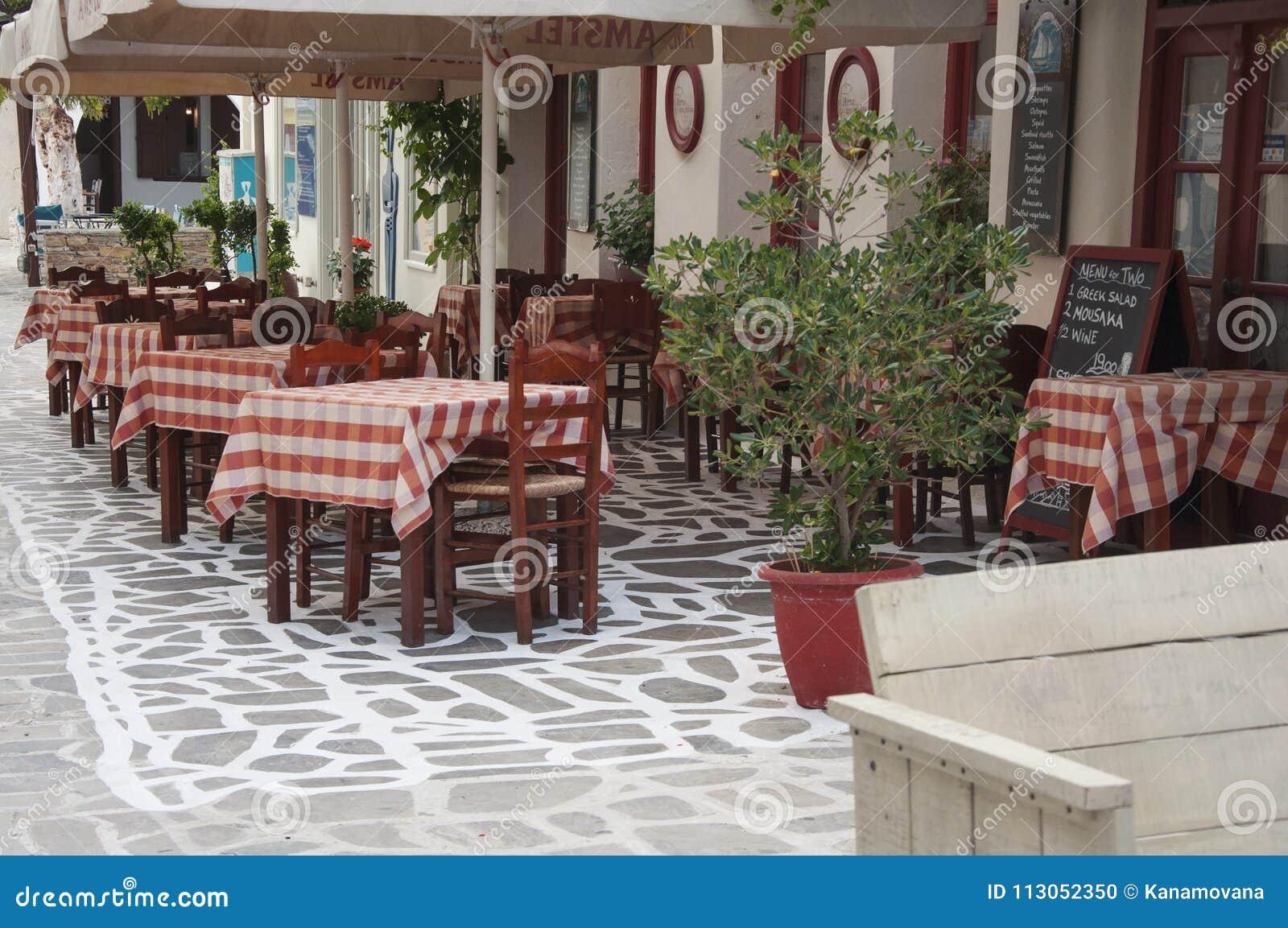 Parte exterior de um taverna grego na rua