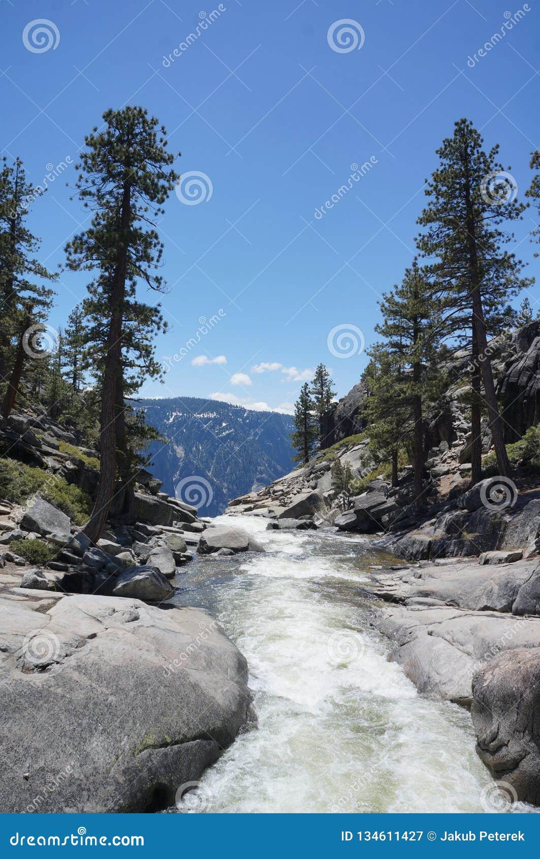 Parte superior da cachoeira de Yosemite