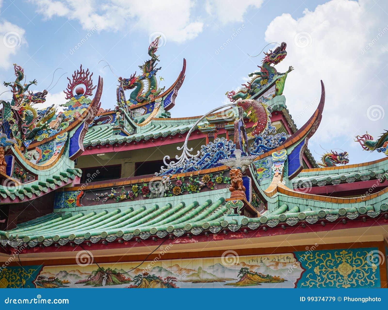 Parte superior do telhado do templo chinês em Malásia
