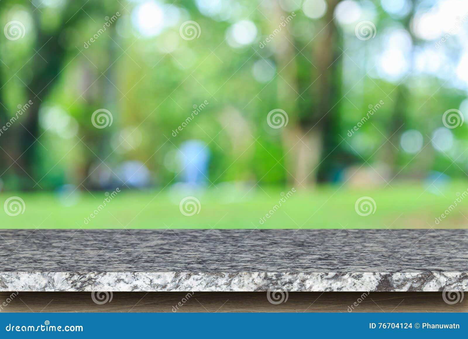 Parte superior vazia da tabela natural e do sumário de pedra borrados com bokeh