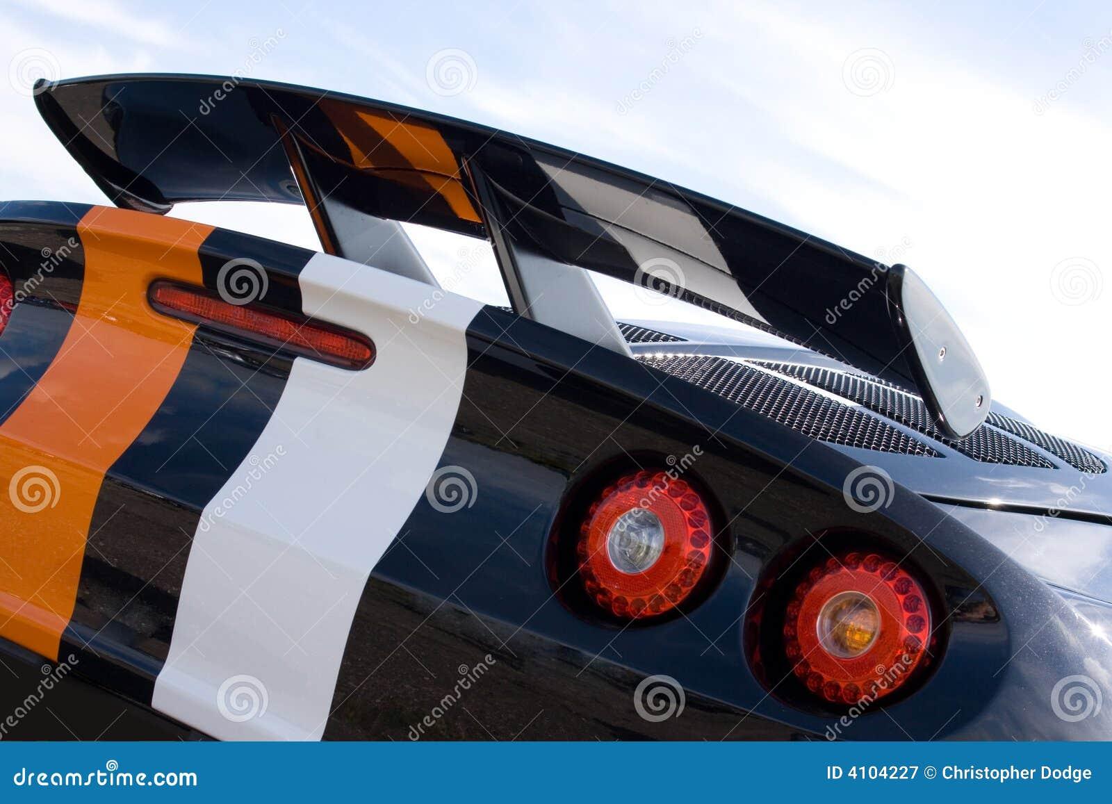 Parte traseira do carro de competência preto