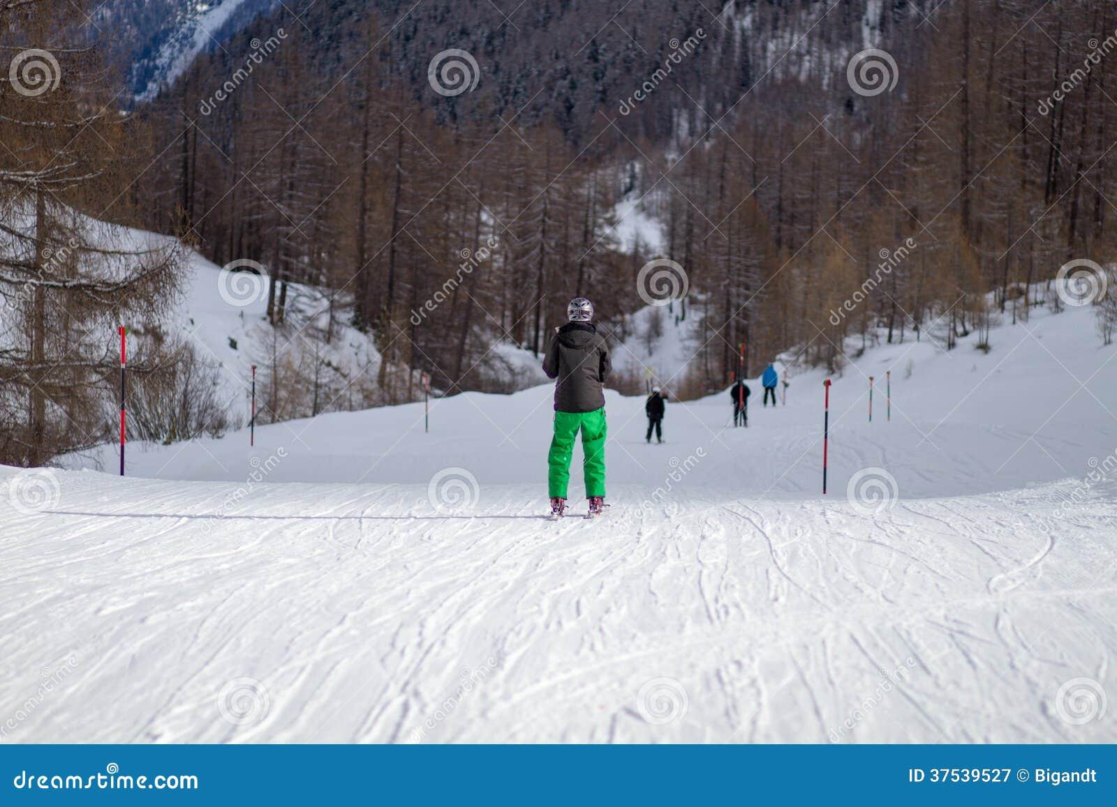 Parte traseira do esquiador