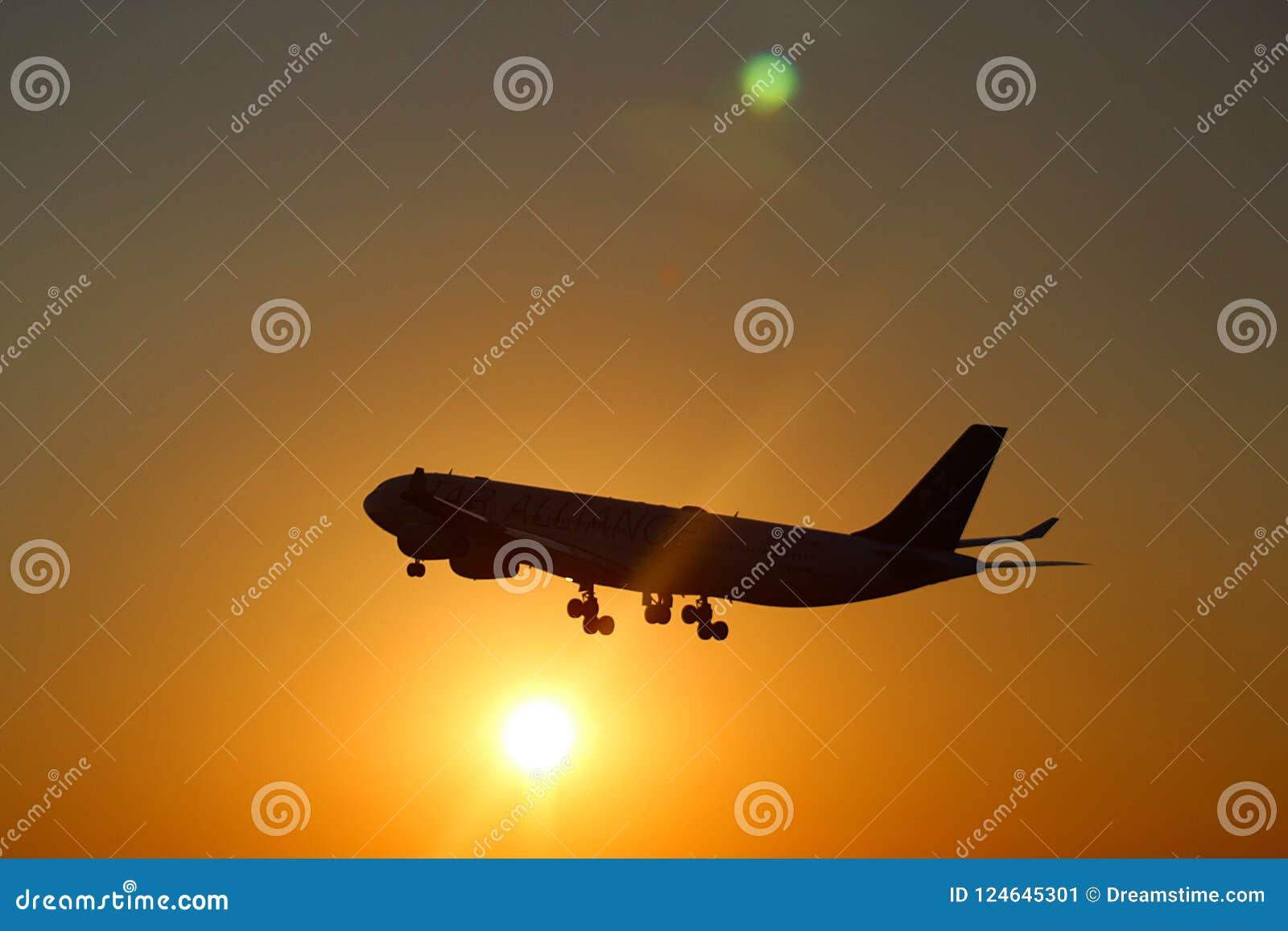 Partenza dell aeroplano all internazionale di Montréal