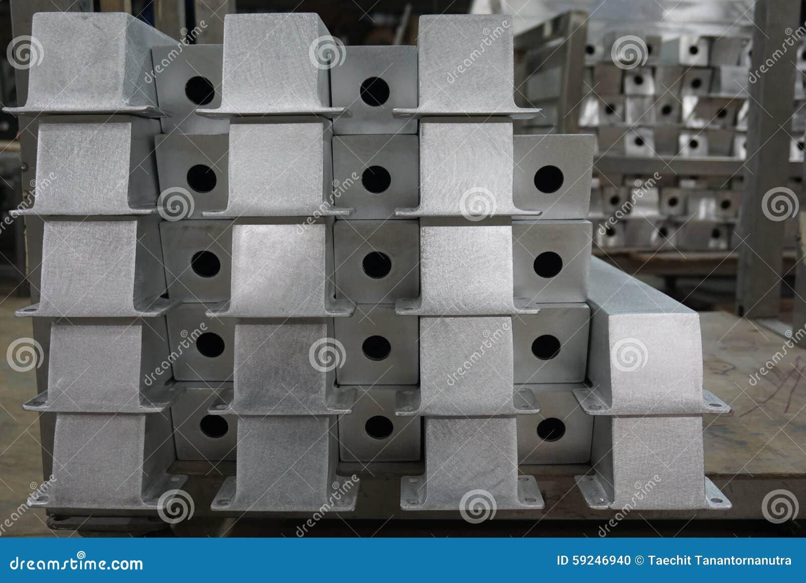 Partes de aluminio en almacén