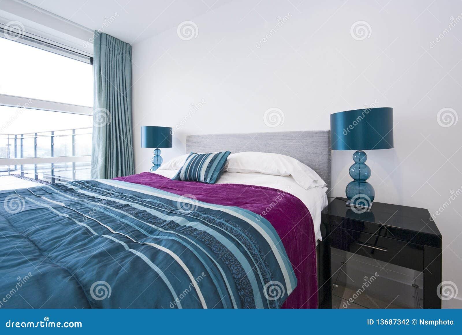 Particolare di grande doppia camera da letto moderna fotografia stock immagine 13687342 - Camera da letto grande ...