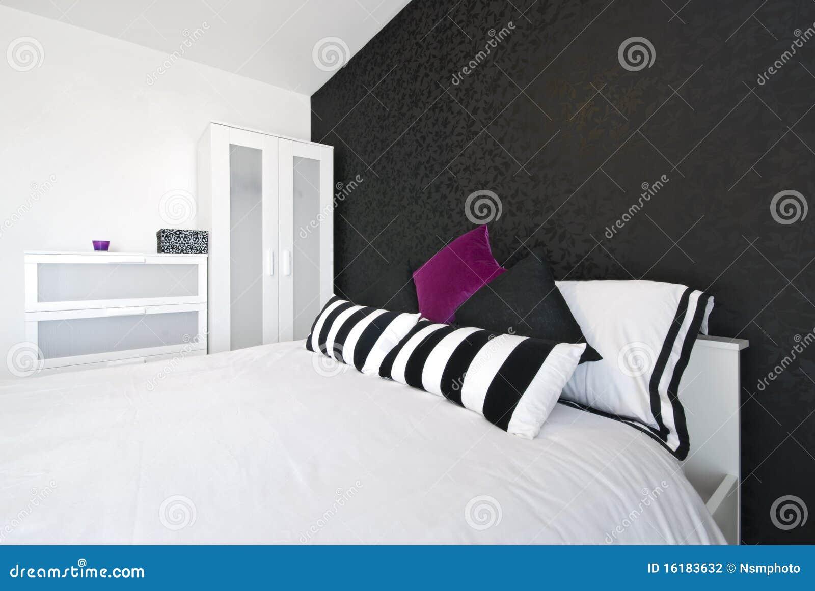 Camera da letto moderna con carta da parati ~ canlic for .