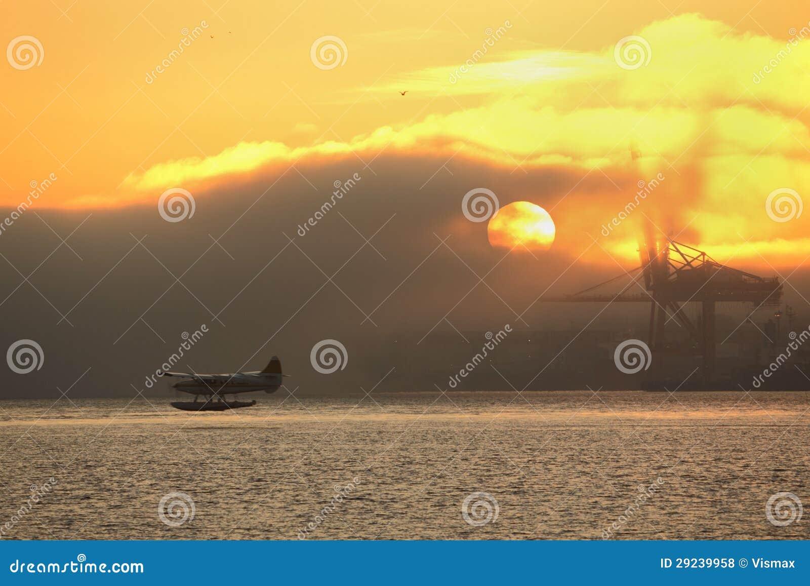 Download Partida Enevoada De Floatplane Do Nascer Do Sol, Vancôver Foto de Stock - Imagem de porto, água: 29239958