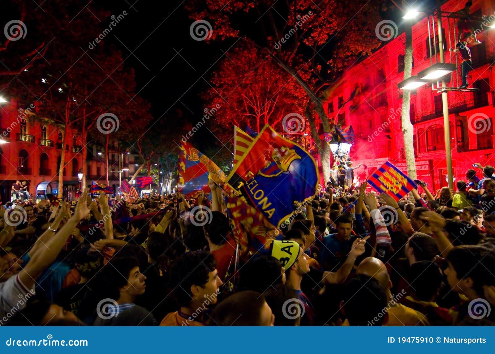 Partidarios de FC Barcelona que celebran la victoria