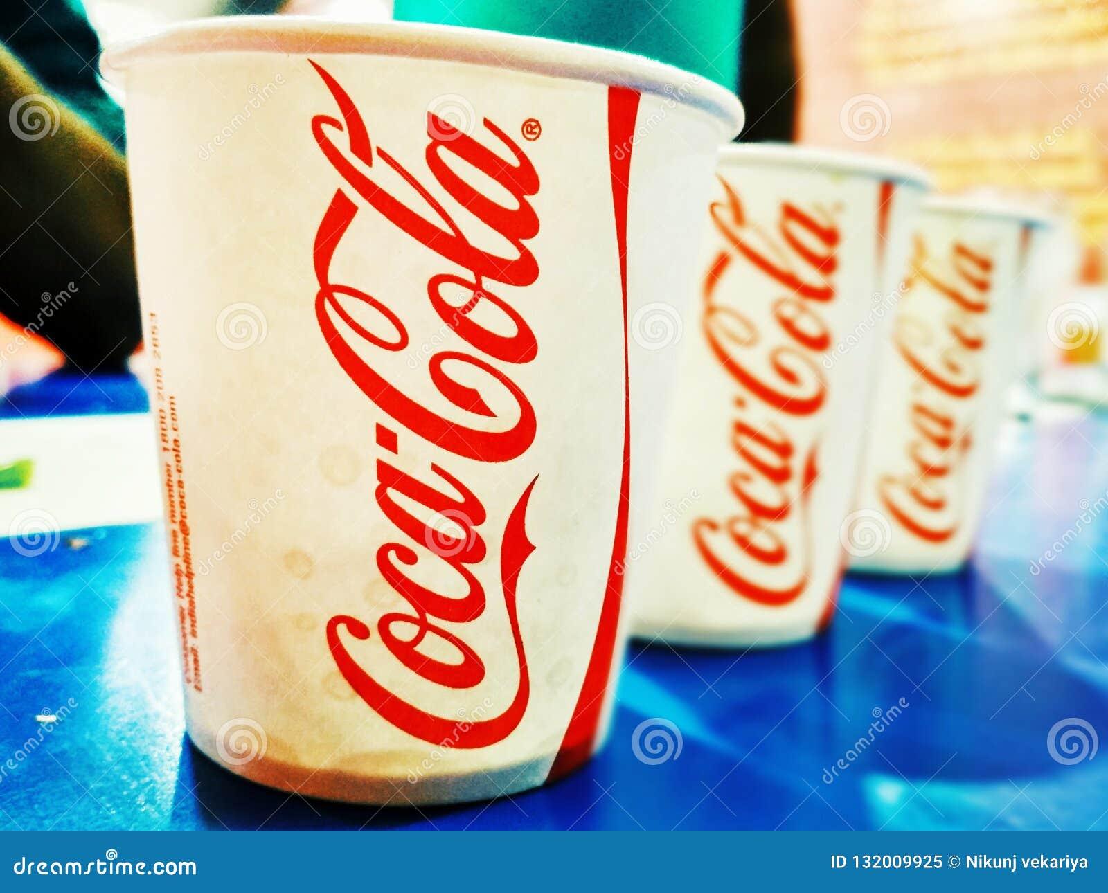 Partido da coca-cola com amigos