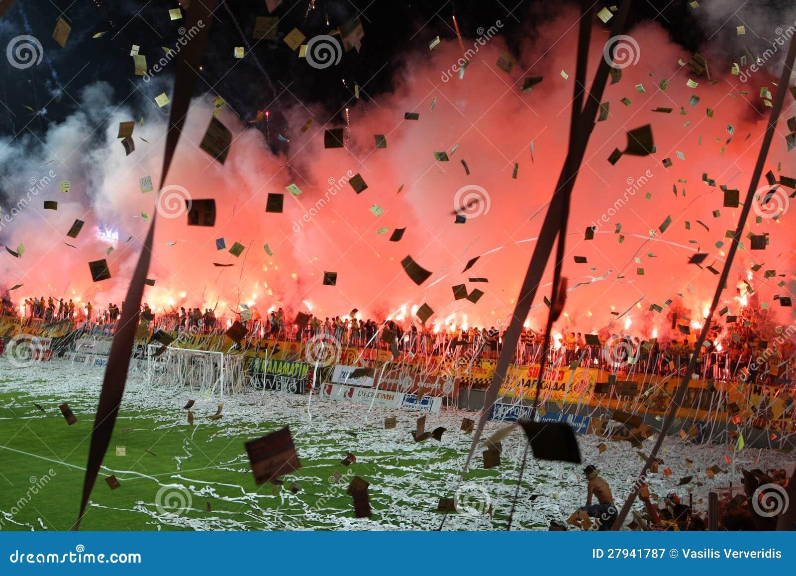 Partido de fútbol entre Aris y los jóvenes de Boca