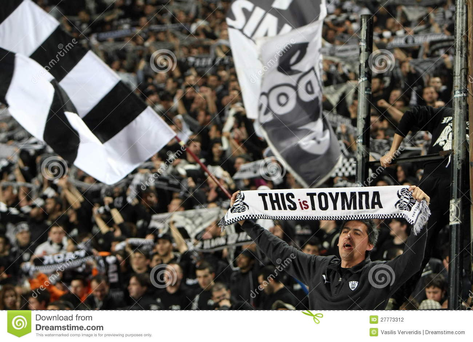 Partido de fútbol entre Paok y AEK