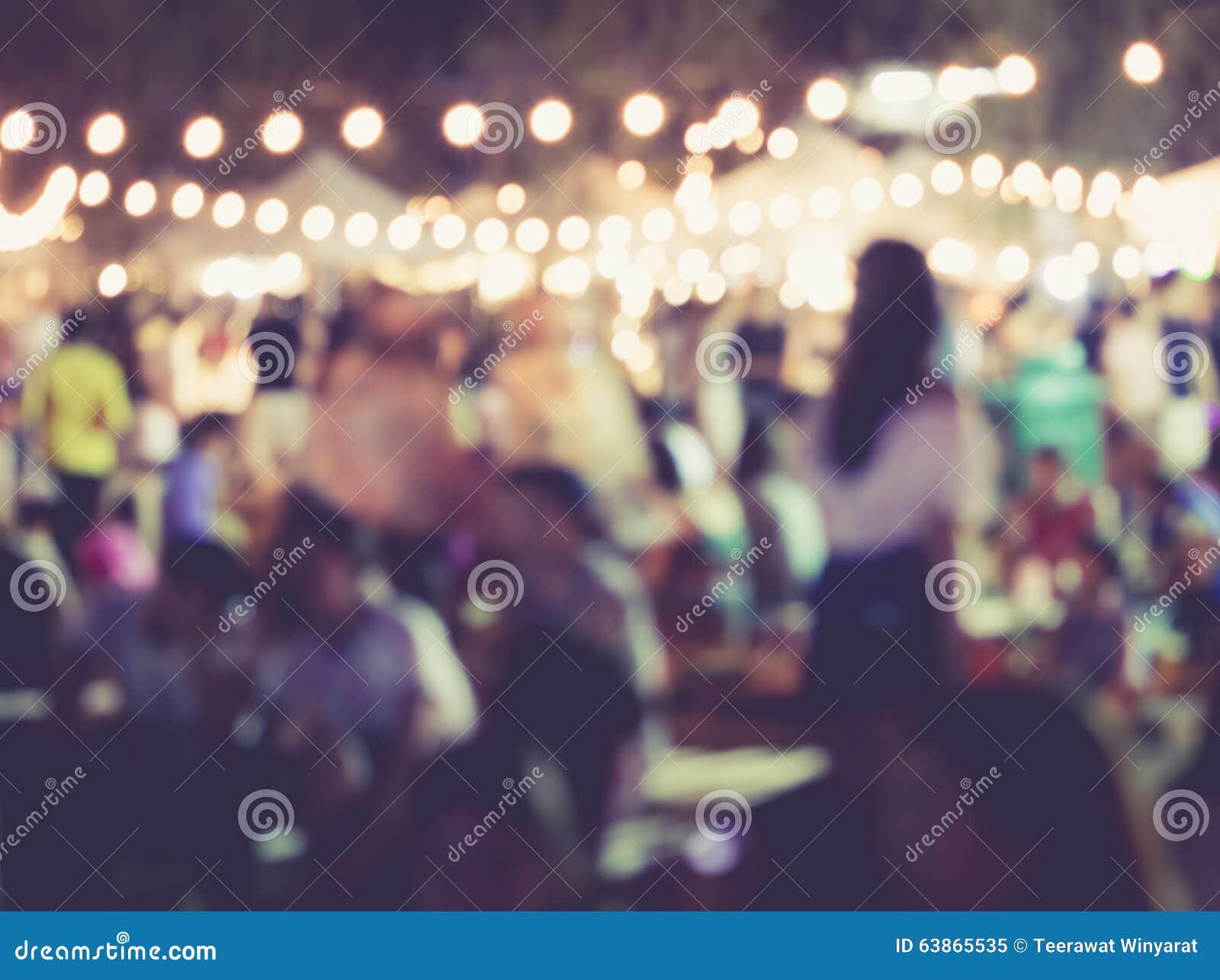 Partido do evento do festival com fundo borrado povos