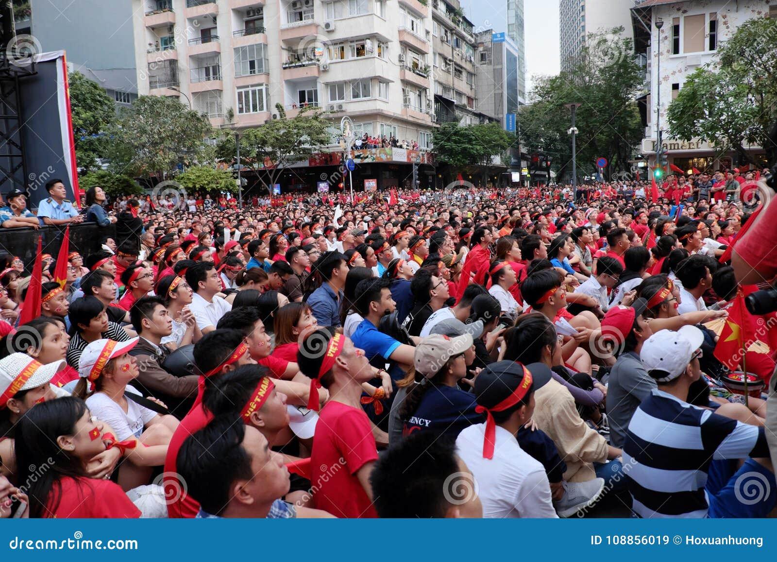 Partido final vietnamita del AFC U23 del reloj de los partidarios del fútbol