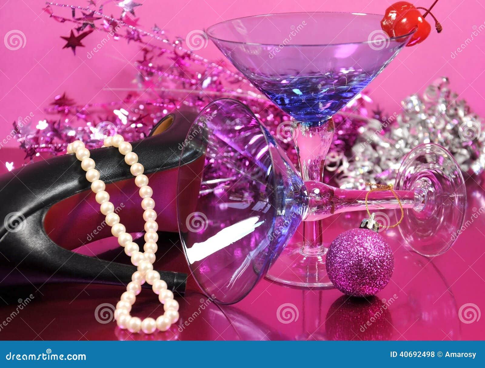 Partido Rosado De La Feliz Año Nuevo Del Tema Con El Vidrio De ...