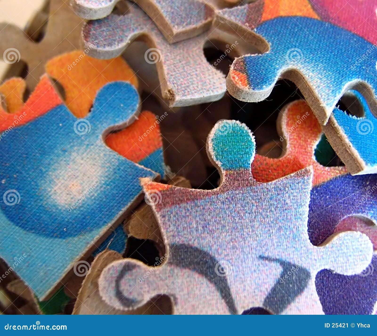 Parties colorées de puzzle denteux