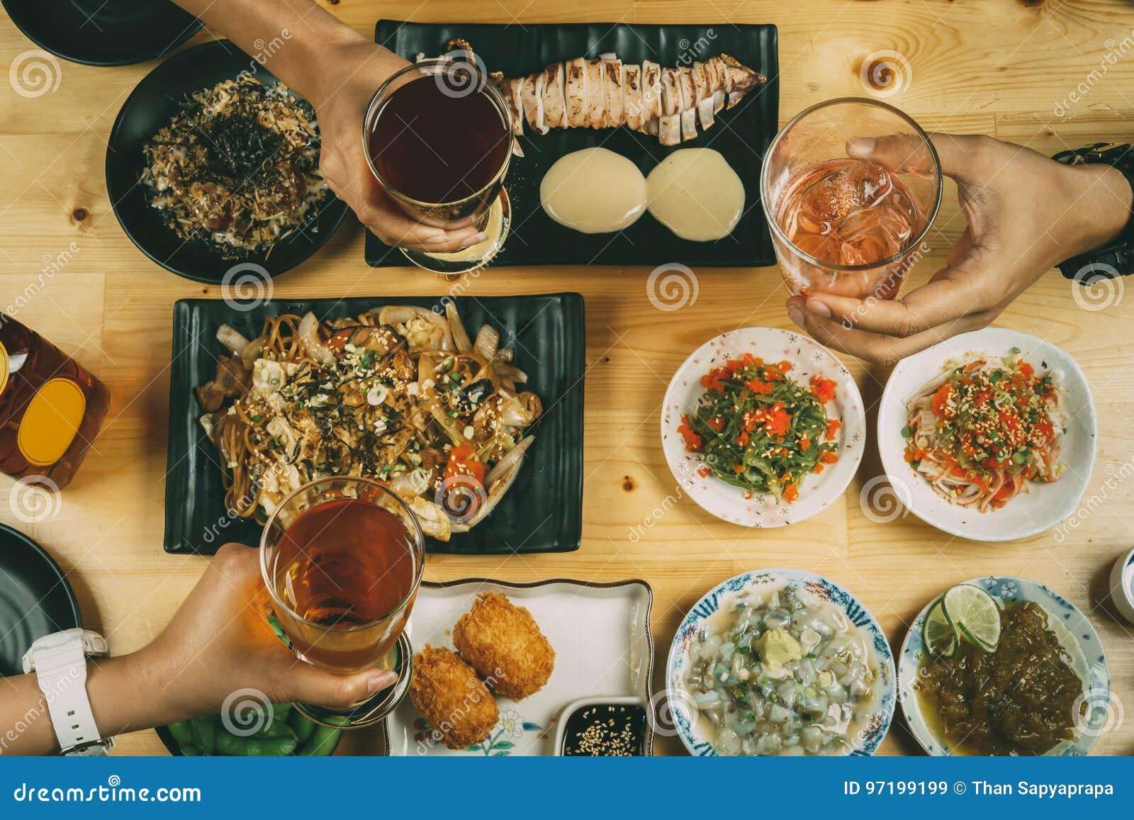 Partij met Japanse voedselstijl