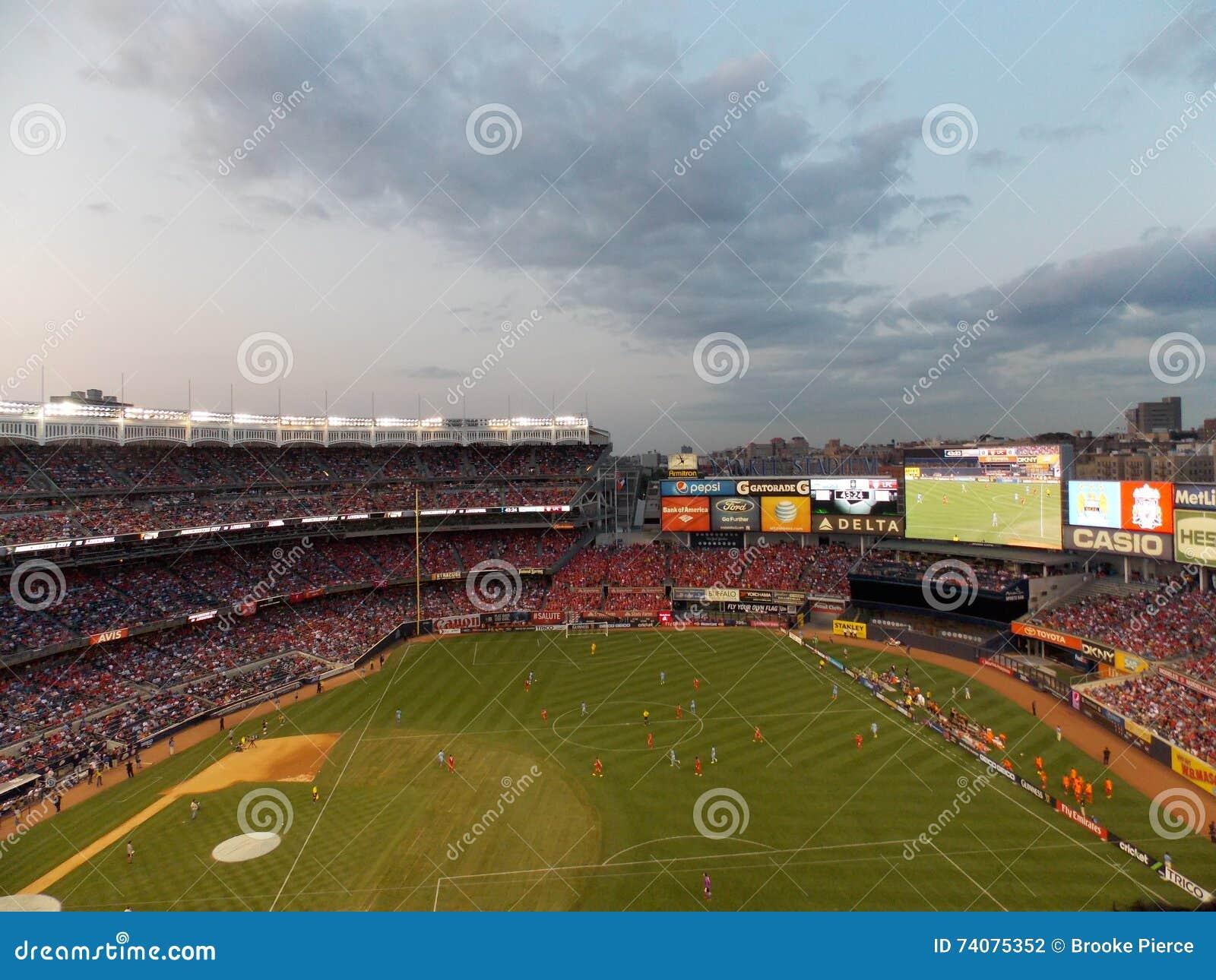 Partita di calcio all Yankee Stadium