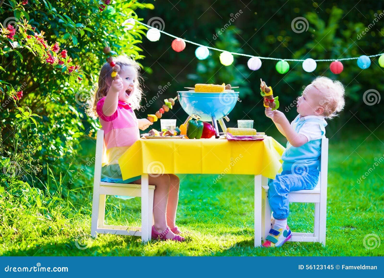 Partito della griglia del giardino per i bambini