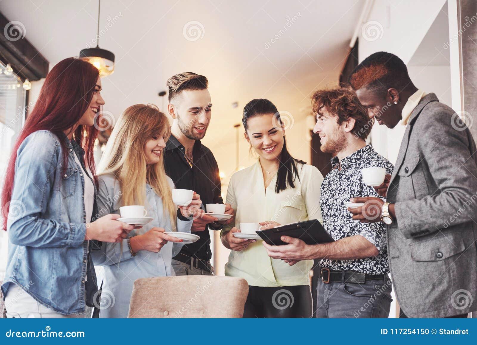Partito di evento di celebrazione del caffè di affari della pausa caffè Concetto di  brainstorming  di lavoro di squadra