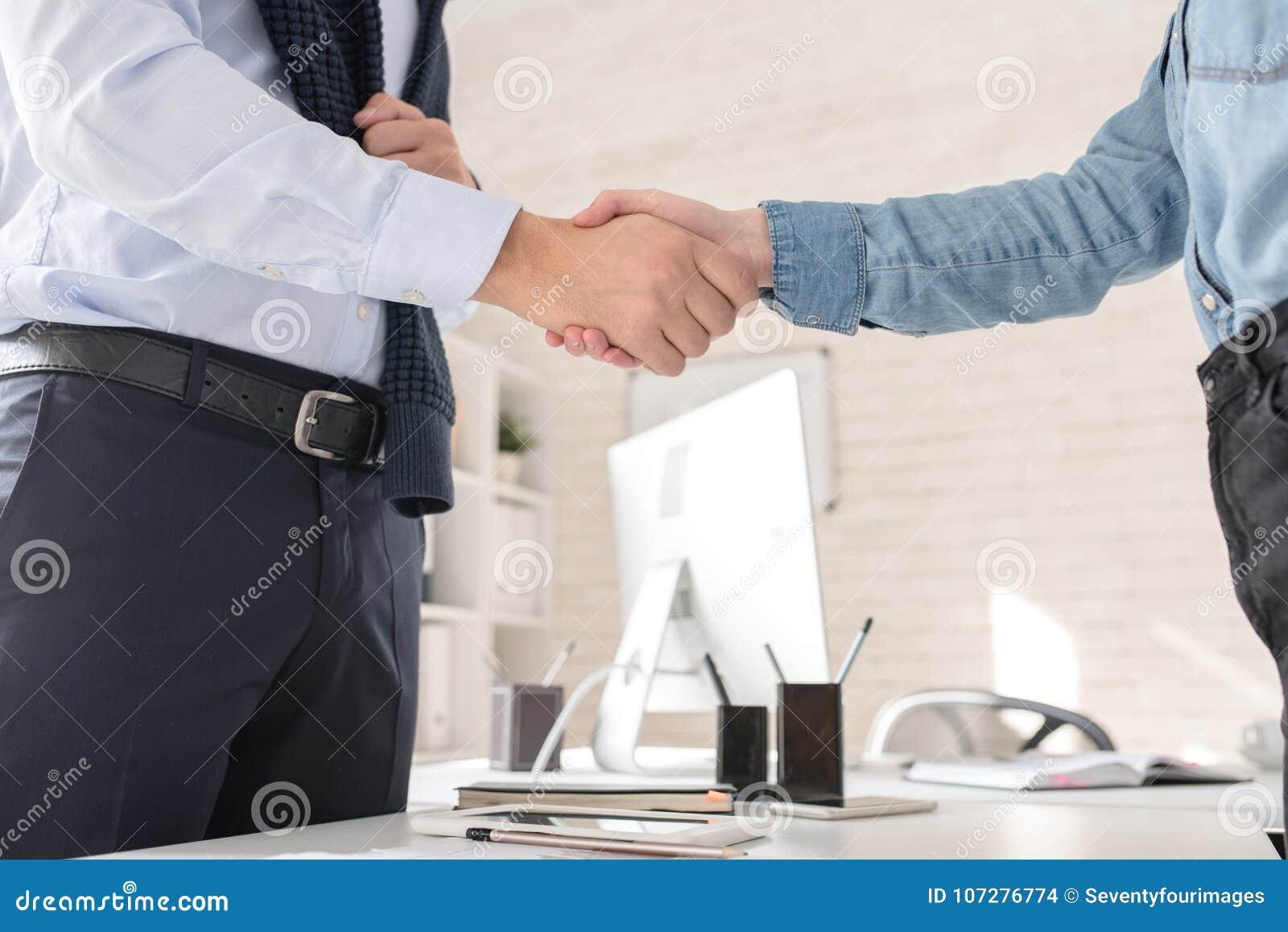 Partners het Schudden overhandigt Lijst