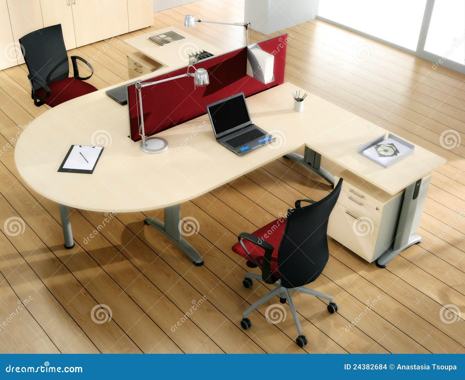 Partners Schreibtisch Mit Computern Stockfoto - Bild von armlehnen ...