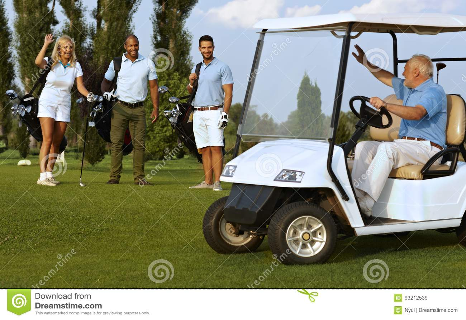 Partnery spotyka na polu golfowym