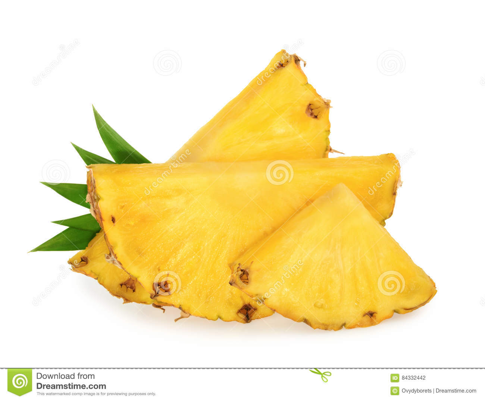 Parts d ananas d isolement