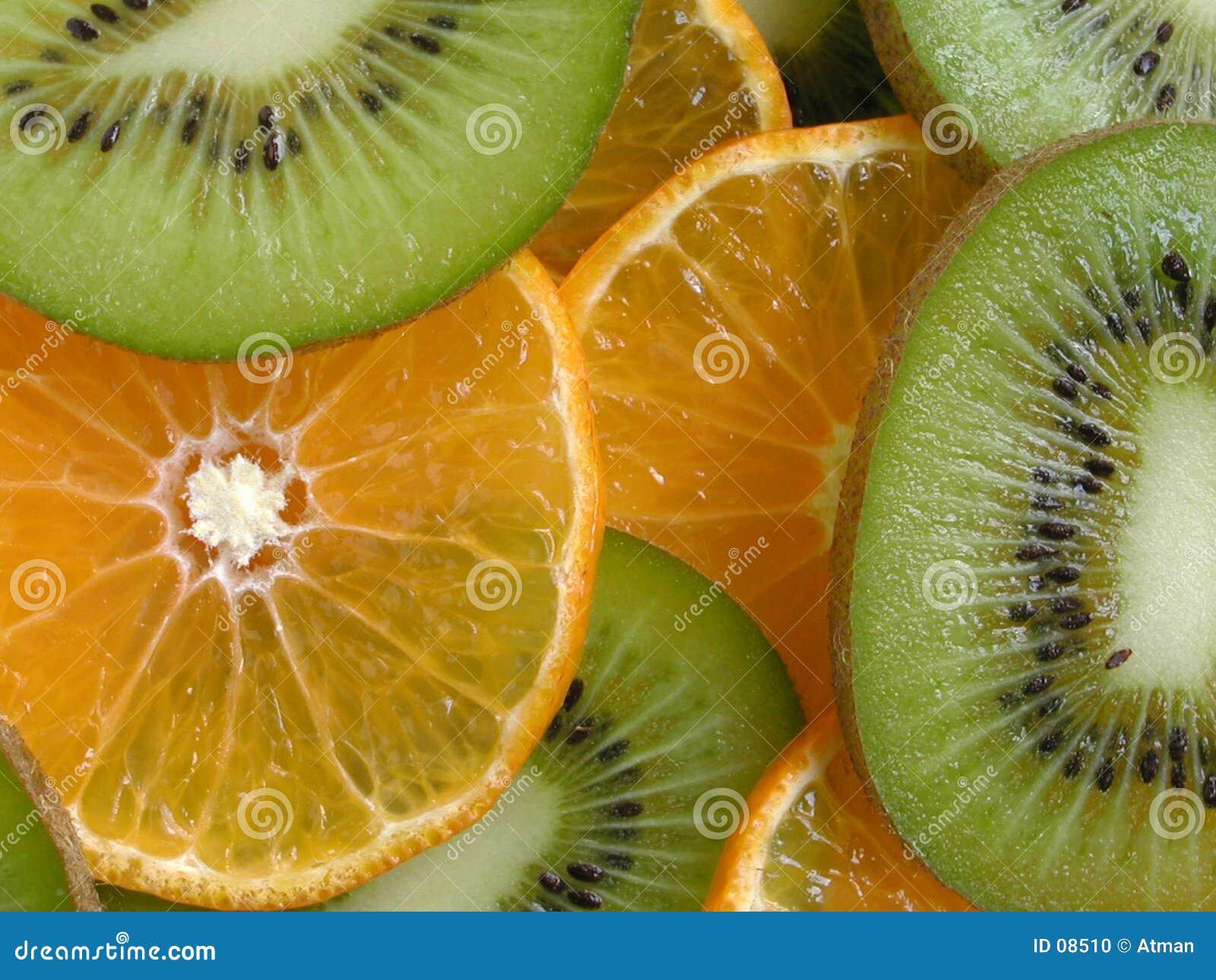 Parts d orange et de kiwi