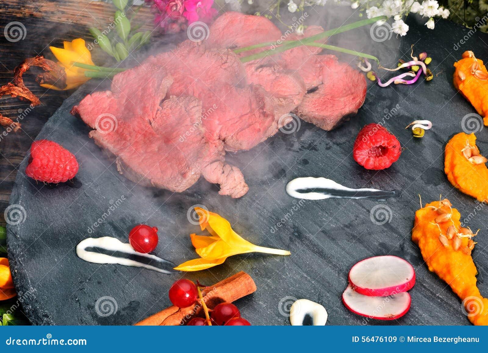 Parts de viande frite par canard