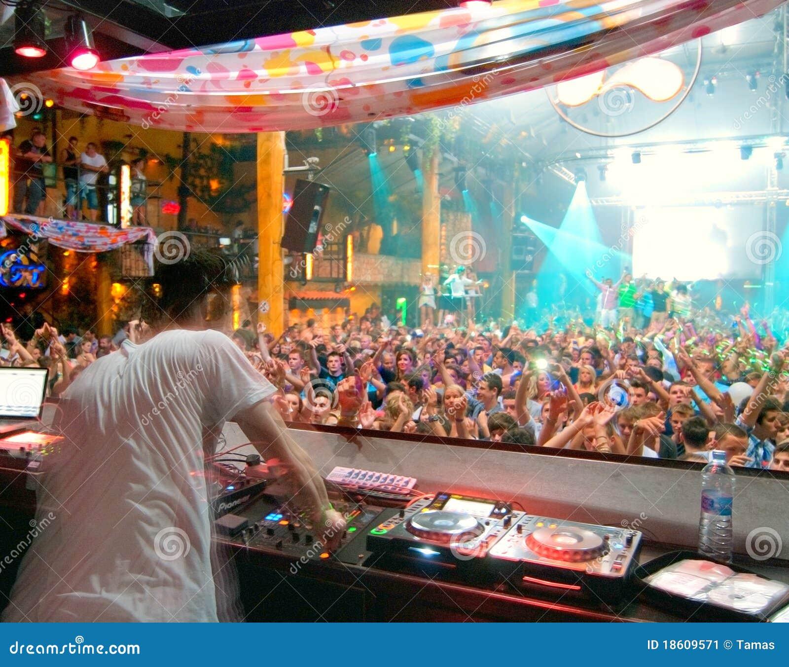 Party-Leutetanzen DJ Ibiza
